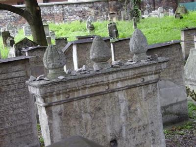 20100409134315-cementeriojudio-cracovia.jpg